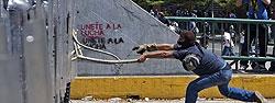 Disturbios-en-Caracas-entre-es_54404293433_51351706917_600_226